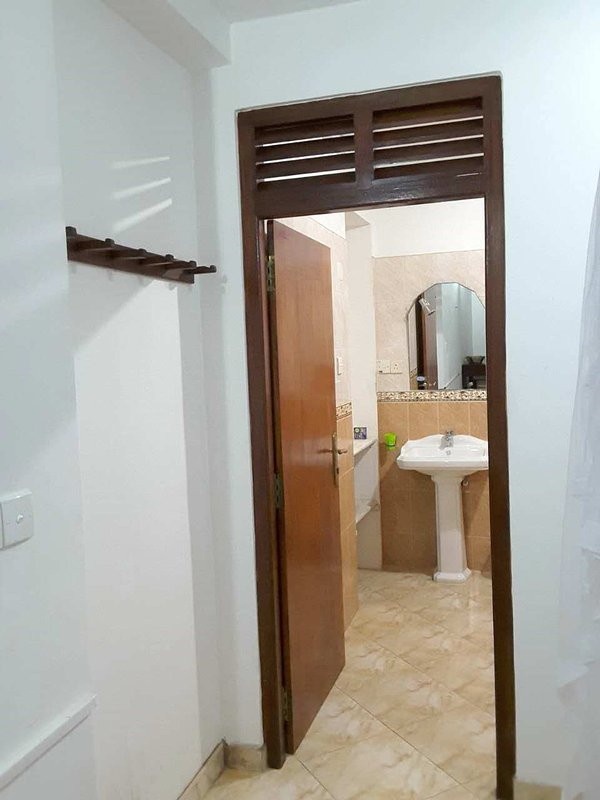 203 Shower Room