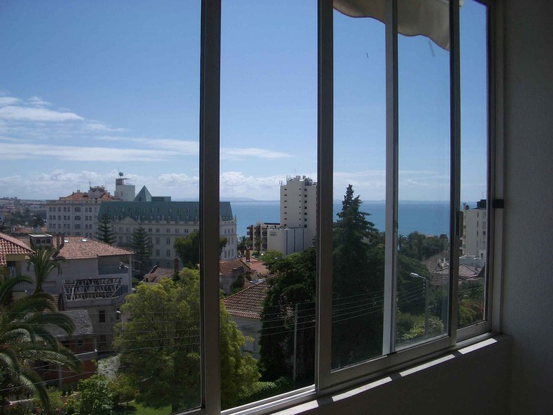Excellent and cosy flat in Monte Estoril, aluguéis de temporada em Estoril
