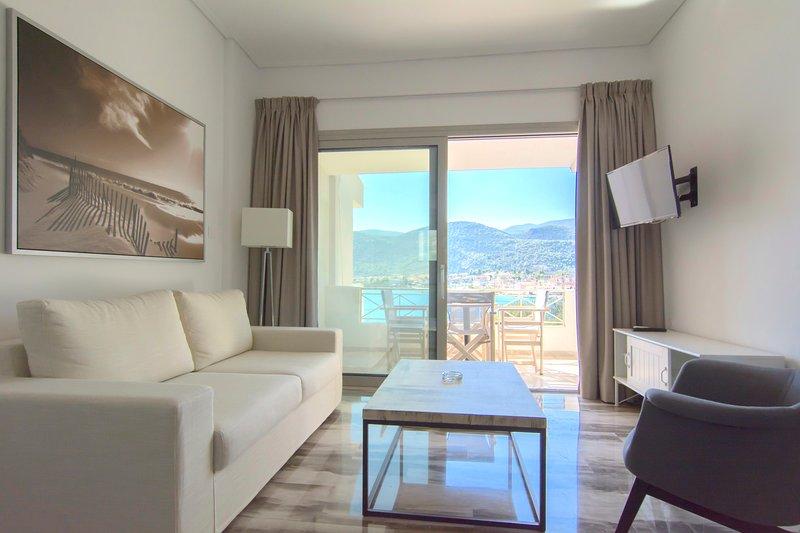 Sea View Suite for 4 persons - Belvedere Hotel, alquiler de vacaciones en Corinthia Region