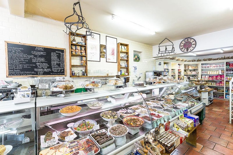 Deli-on-the -Green - friendly food shop and cafe
