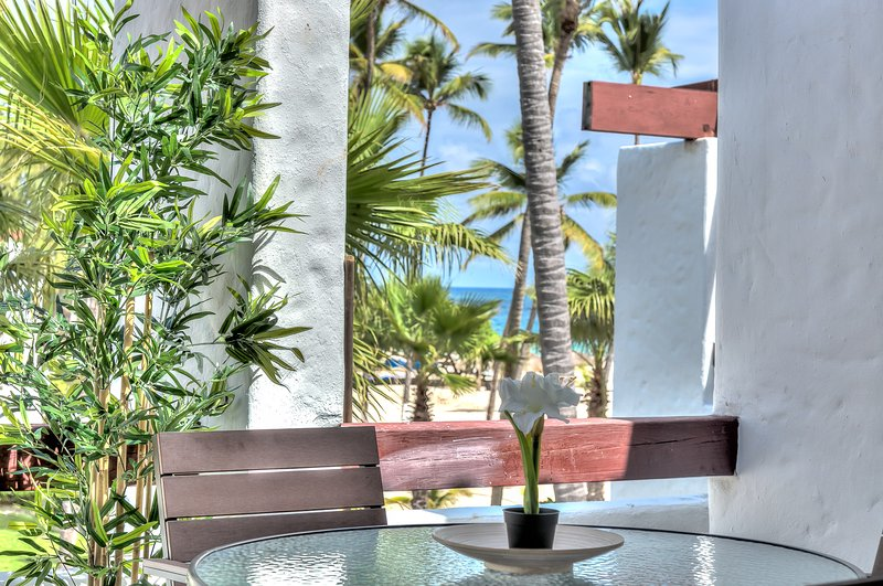 Feel the ocean breeze from this alluring beachfront apartment - D302, vacation rental in Bavaro