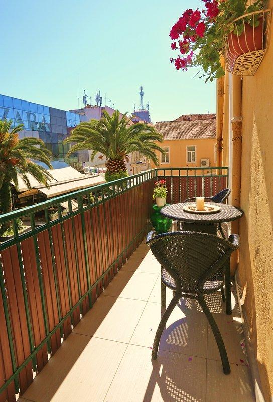 balcon privé avec vue sur la rue Marmontova & Zara magasin
