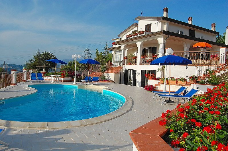 San Giuliano Villa Sleeps 11 with Pool Air Con and WiFi - 5228461, holiday rental in Frascinelle