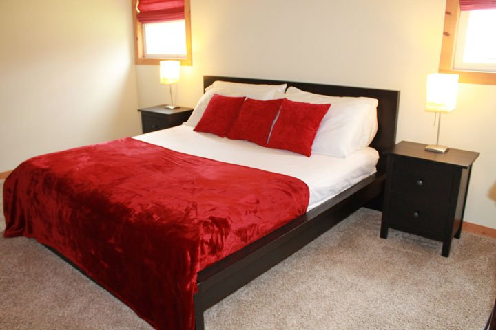 King Bed, private full bath, washer/drier