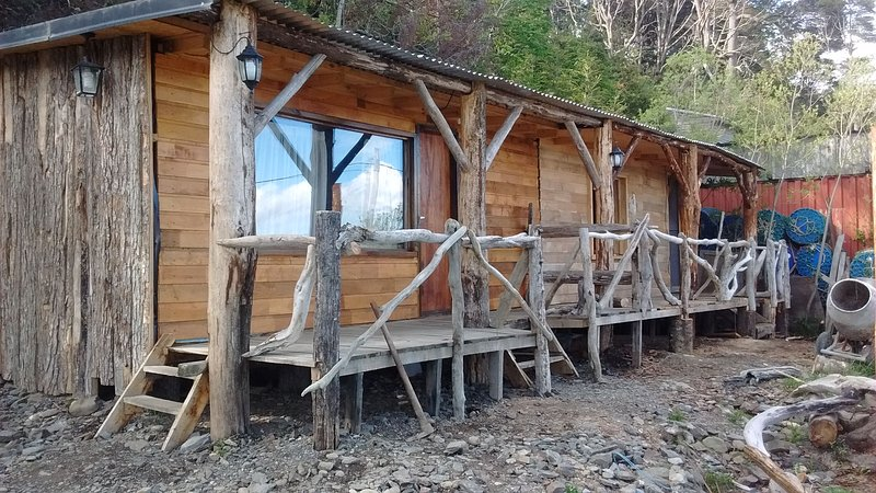 Alquiler cabaña sobre la ruta jota, canal Beagle, aluguéis de temporada em Província da Terra do Fogo