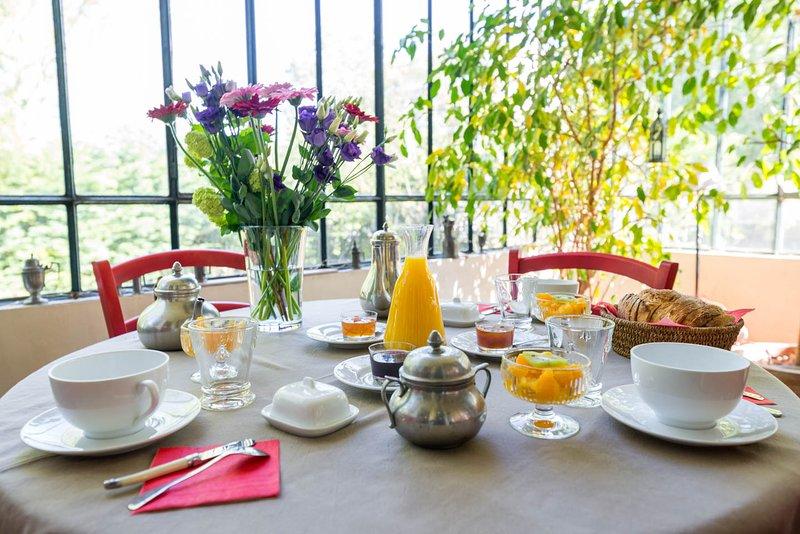 Desayuno en la pequeña terraza.