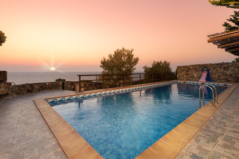 Sea Views at Villa Lefkothea with Private Pool for Families + Children Area! – semesterbostad i Amigdhalokefali