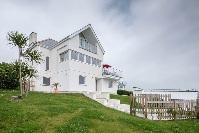SKYSAIL Mevagissey Detached Stunning Contemporary House - 180° Sea Views, vacation rental in Mevagissey