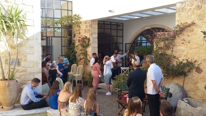 fiesta en Villa Maroulas