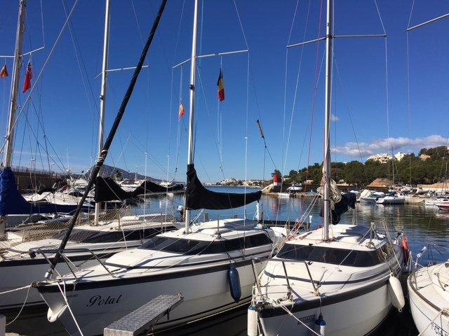 A marina vizinha de Porto Senso, com abundância de desportos aquáticos.