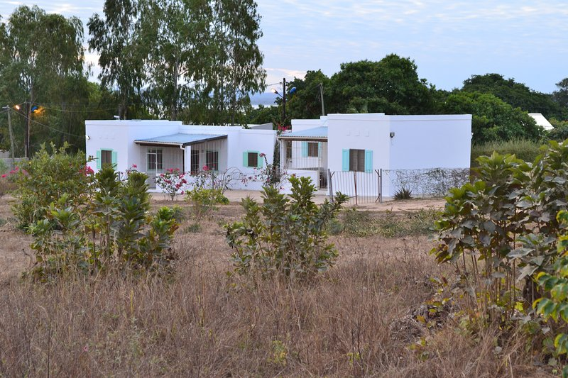 Awesome  bedroom cottage, near airport, beach and restaurants, alquiler de vacaciones en Mozambique