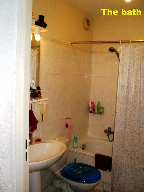 Salle de bains avec douche Sèche-cheveux - Articles pour la toilette - Serviettes - serviettes de douche