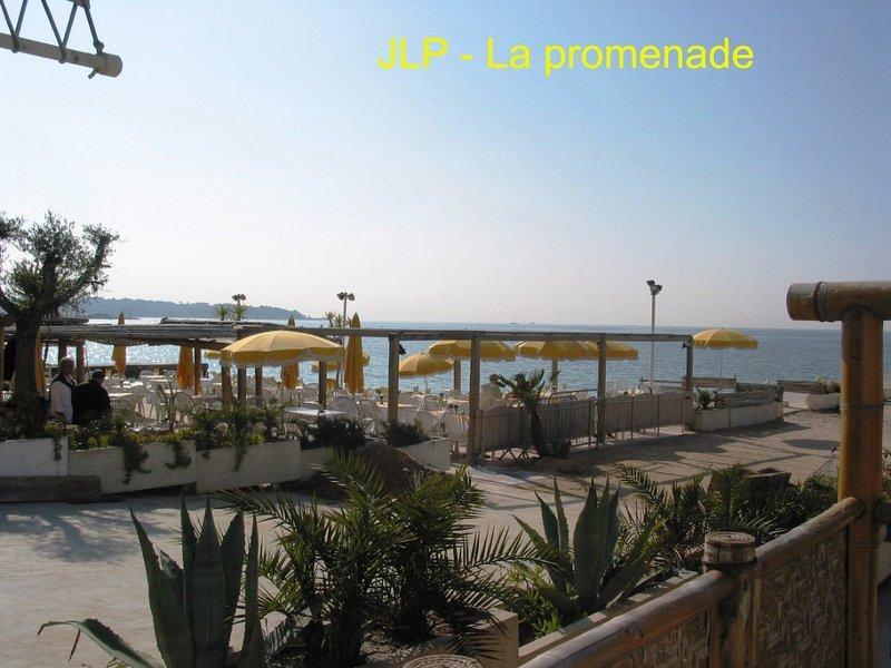 La promenade longue et agréable du centre de JLP à Golfe Juan = promenades - course, etc.