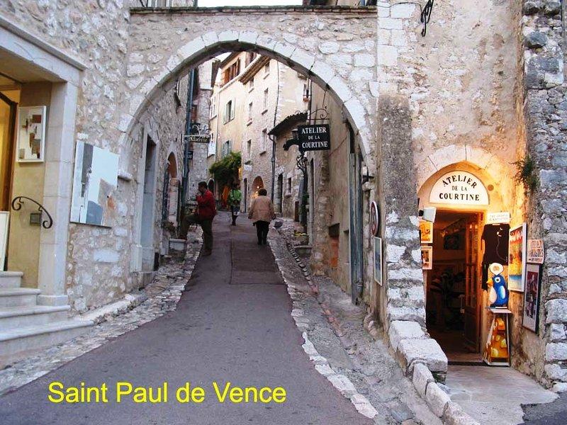 SAINT PAUL DENCE médiévales romantiques village - City of Painters Fondation Maeght