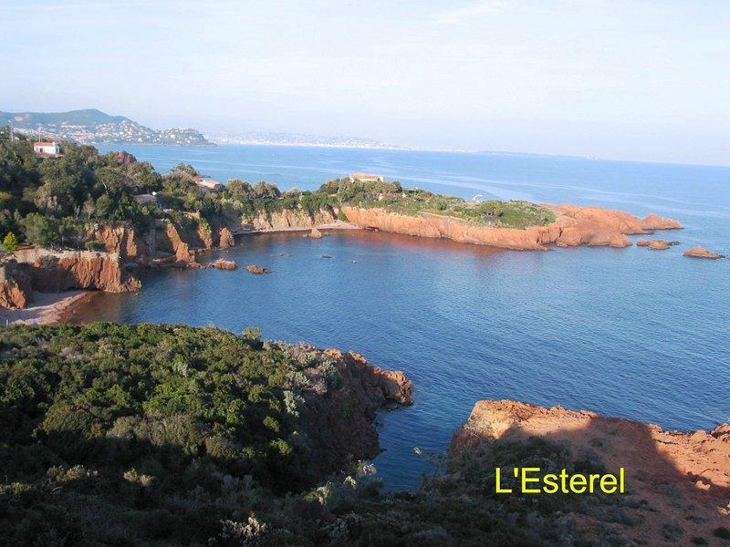 ESTEREL très joli parc avec la faune de la végétation méditerranéenne, roches rouges