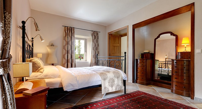 The 'Garden Suite' - Luxury B&B and Table d'Hôte in a 200 years old Farmhouse, holiday rental in Pranles