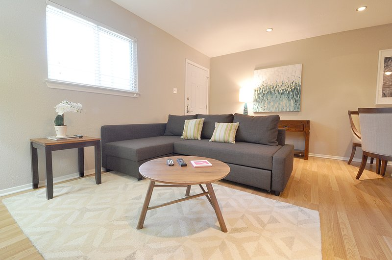 Fabulous Central Austin Condo!, vacation rental in Austin