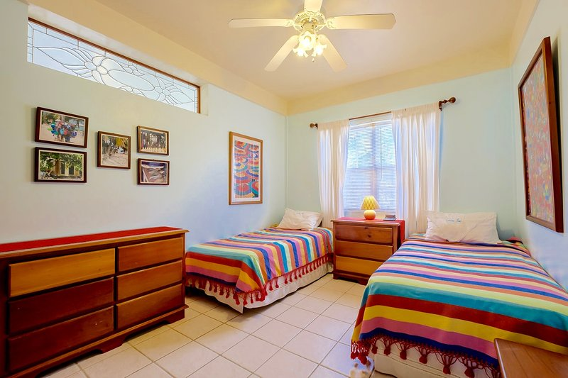 Drittes Schlafzimmer mit Zwillingen (die in einen König gemacht werden können)