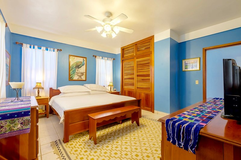 Master-Schlafzimmer mit Kingsize-Bett & Bad en suite