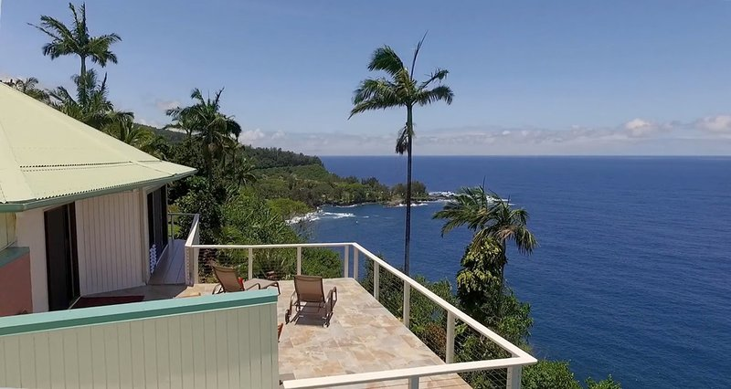 Paradise Bluff: A bird's eye view overlooking the private master sun deck