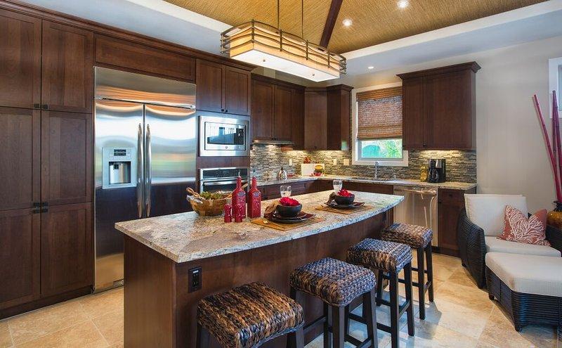 Schöne, gut ausgestattete Küche.