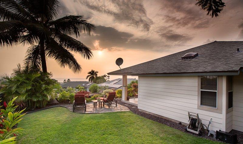 Private Home Near Kona Town w/Ocean views, Large lanai, & A/C. Hale Alaula, vacation rental in Kailua-Kona