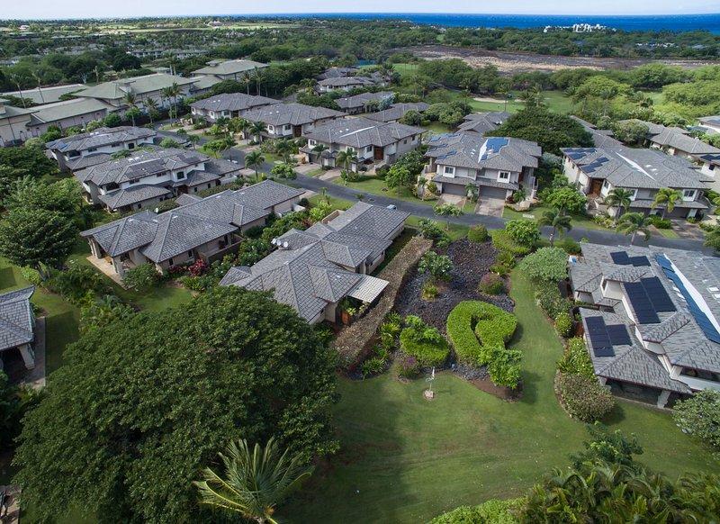 Vista aérea de Hale Kanani e as aldeias em Mauna Lani