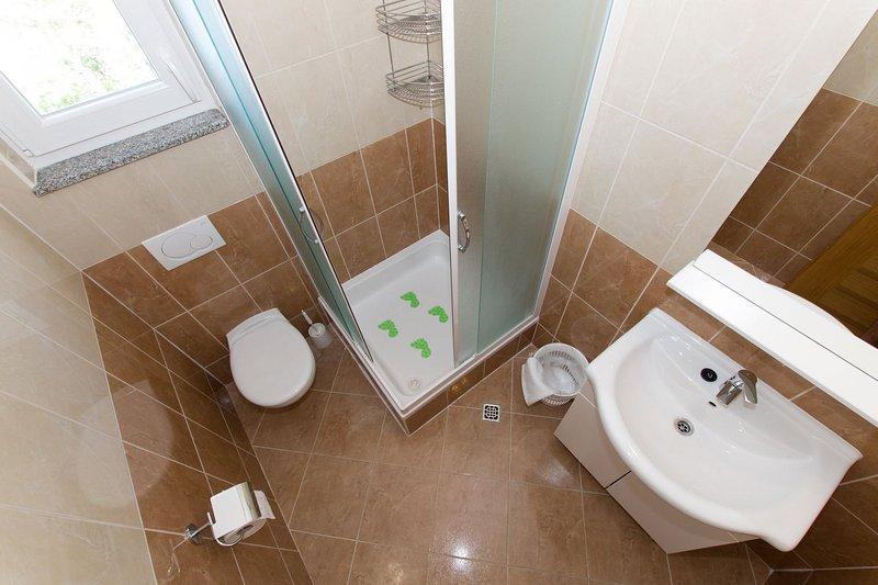 SA1 (3): banheiro com vaso sanitário