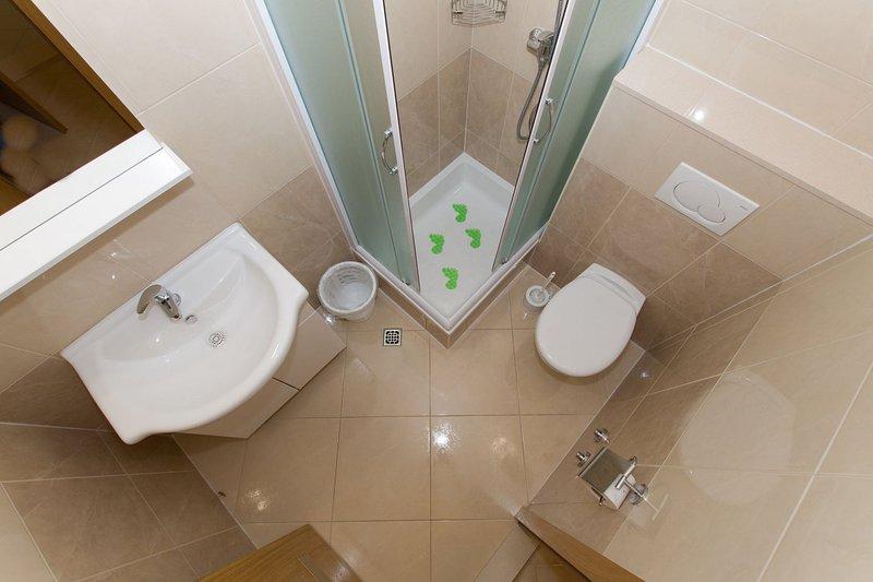 SA2 (4): banheiro com vaso sanitário