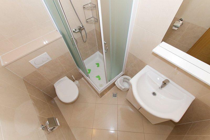 SA3(4): bathroom with toilet