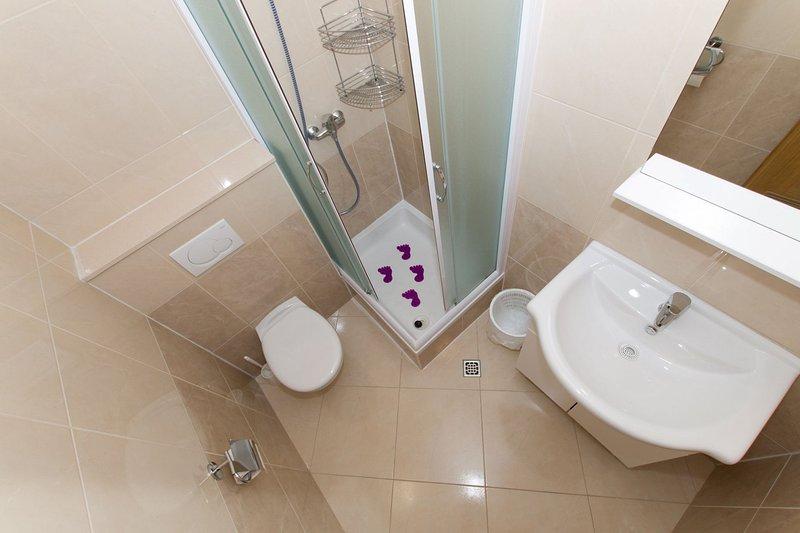SA4 (5): baño con inodoro.
