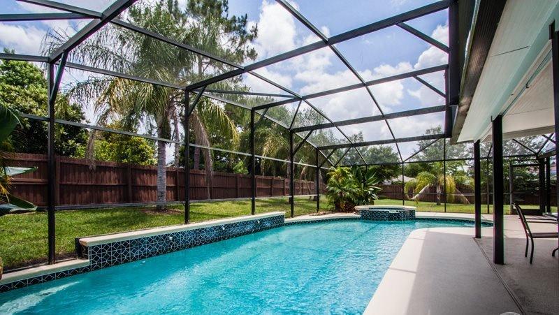 Pool,Water,Spa,Yard,Field
