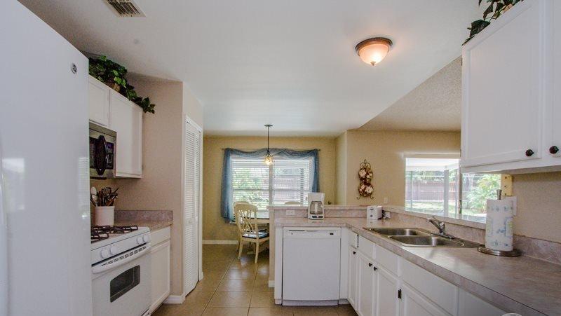 Indoors,Kitchen,Room,Furniture,Dining Room