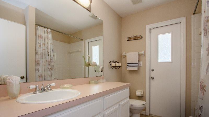Bathroom,Indoors,Room,Furniture