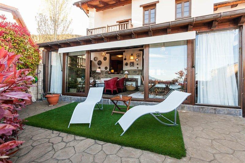 Casa con encanto en BADAGUAS (Jaca), holiday rental in Rapun