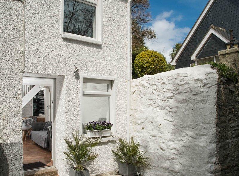 Tiddles Cottage weggestopt in de zonnige hoek