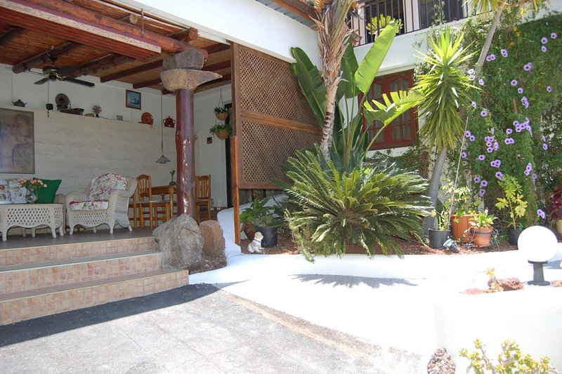 Casa PAD Finca Alcalá with common heated Pool, holiday rental in Alcala