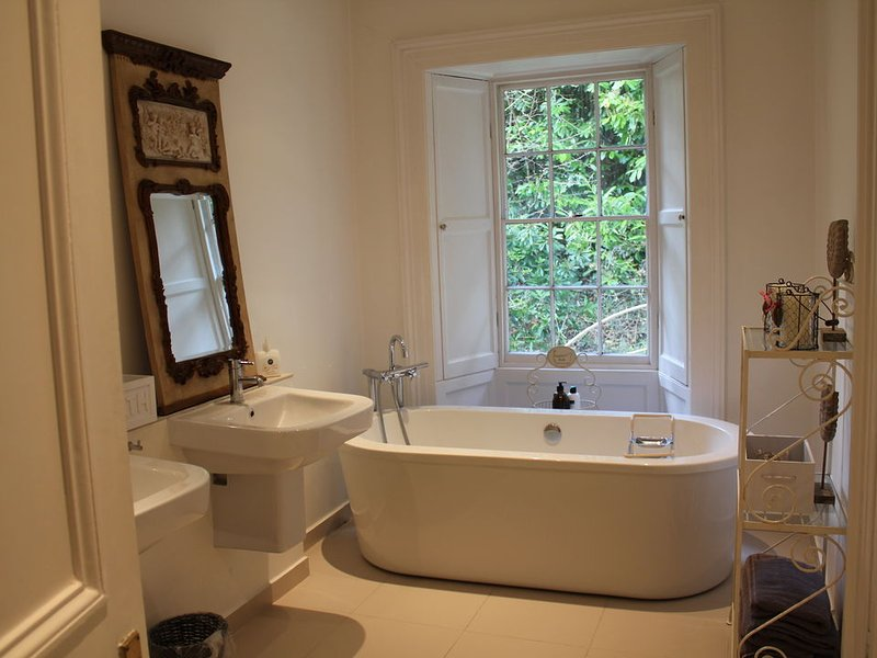 ...en suite bathroom with freestanding bath