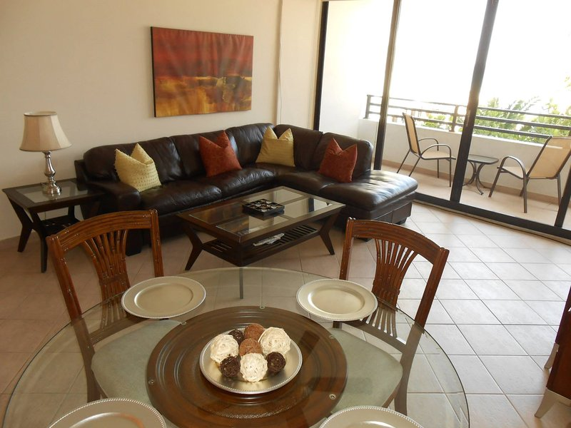 Ocean View 2/2 Hollywood Florida, holiday rental in Hallandale Beach