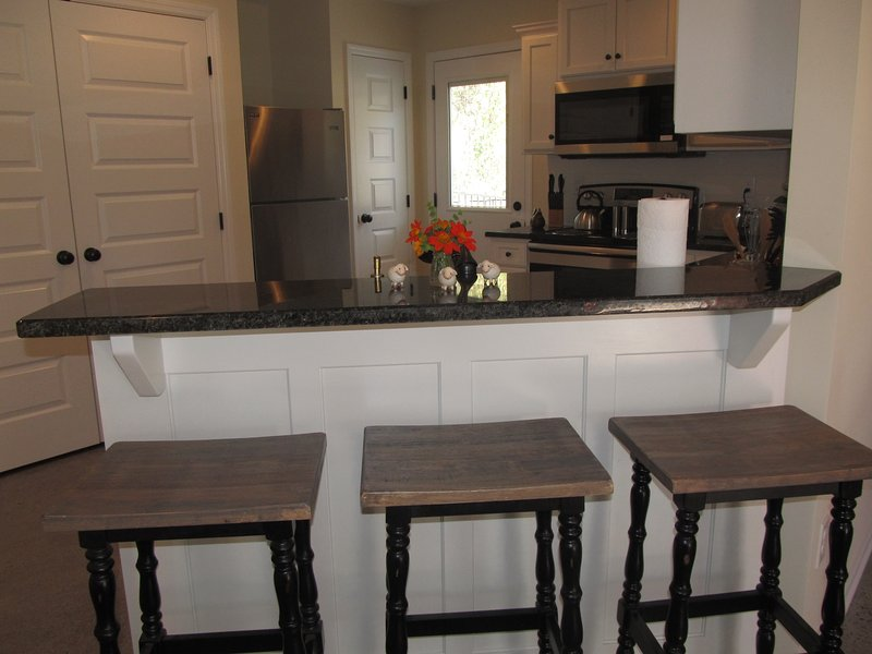Kitchen has washer and dryer, pantry with granite counter tops.