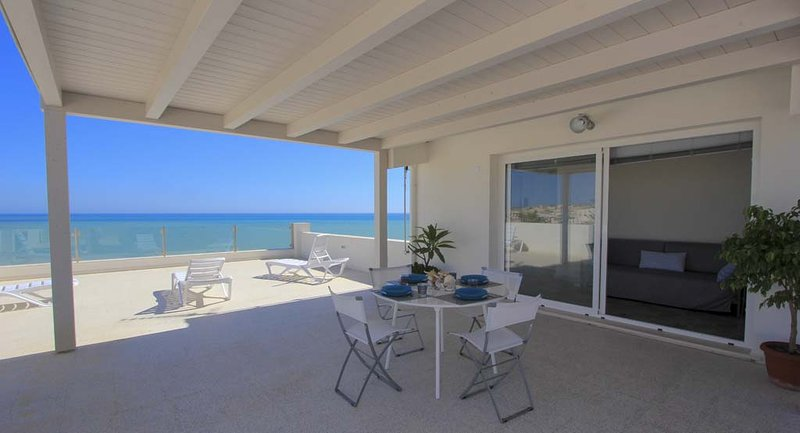 Pitagora, apartment with view, holiday rental in Donnalucata