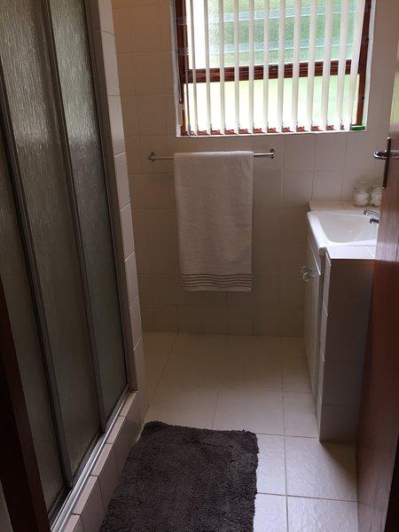 2ème salle de bains avec douche