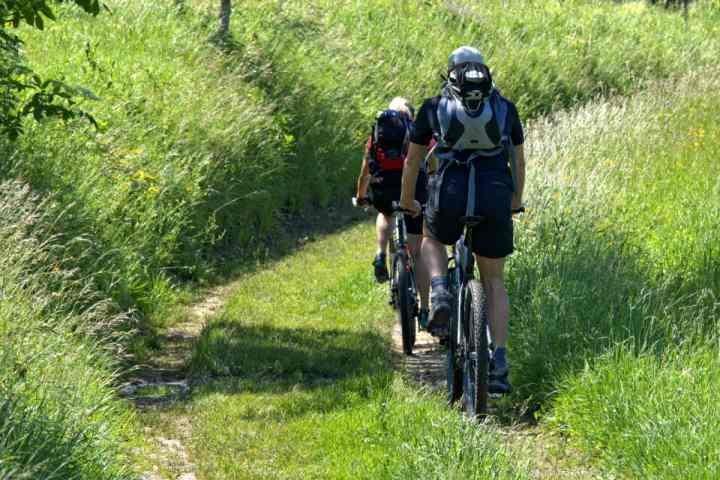 En Aspen Snowmass se encuentra un montón de opciones para el ciclismo. los ciclistas de carretera, los ciclistas de montaña o correos ciclistas podrán disfrutar de todas las opciones de senderos.