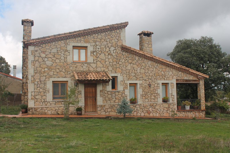 Casa Rural DiosLeGuarde, vacation rental in Province of Salamanca