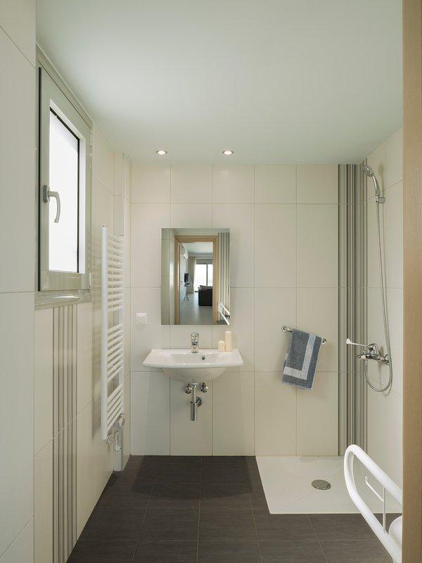 Katakis Villas - Villa Christina Bathroom with Accessibilty facilities