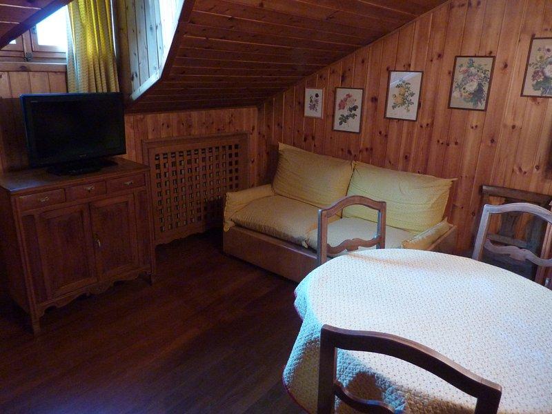 Maison Luboz: graziosa mansarda di montagna, location de vacances à Courmayeur