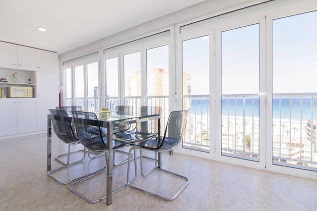 Apartamento con vistas panorámicas al mar, alquiler de vacaciones en Alicante