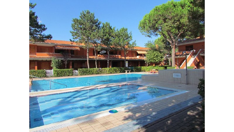 Relaxing residence - Swimming Pool - Private Parking - Airco - Beach Amenities, vacation rental in Bibione