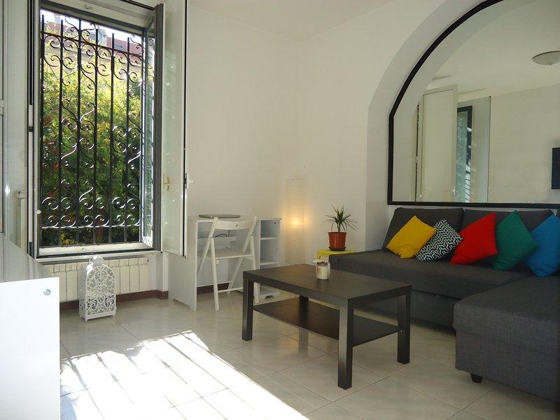 Chambre privée avec salle de bains privée - Grand, Nouveau, confortable canapé-lit