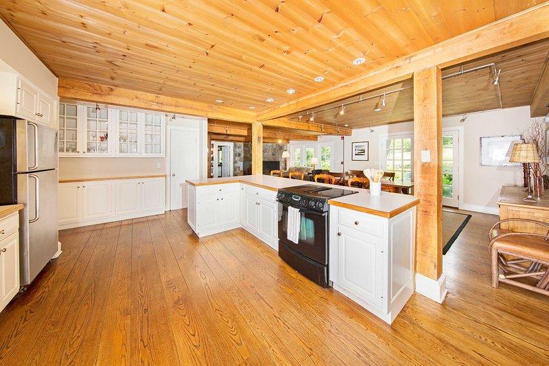 Preparare i pasti deliziosi nella spaziosa cucina.